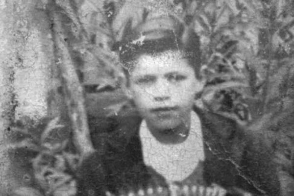 Recorte-Rufo-aos-10-anos-primeiro-Bandoneon-1943